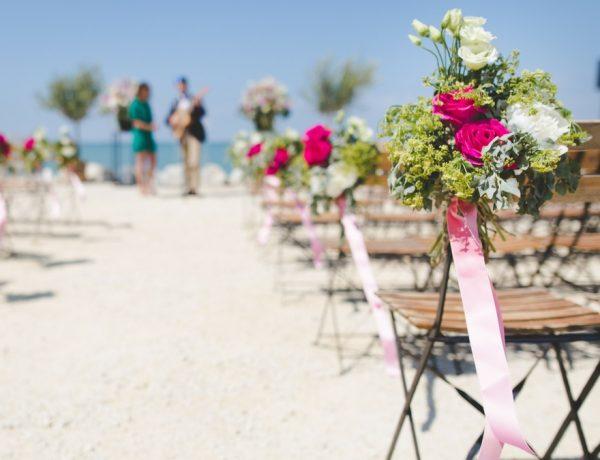 a beach wedding, today's wedding experiences, a curse or a gift