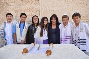 Cantor Debbi with her B'Nai Mitzvah in Israel students, 2014